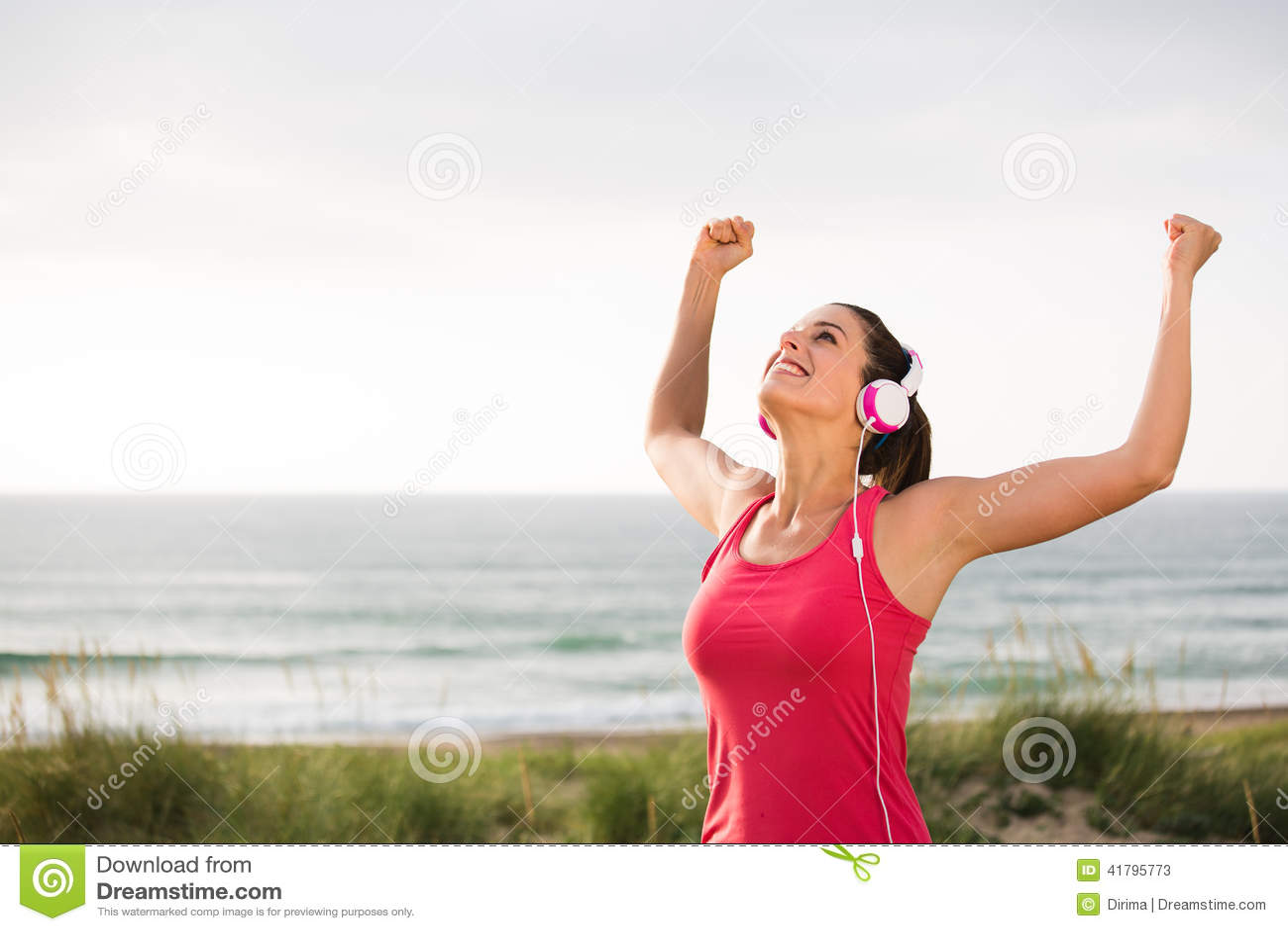 庆祝健身目标的女性成功的运动员 库存照片 - 图片