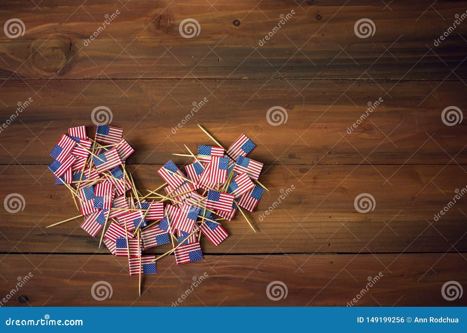 庆祝在的美国独立日7月4日与美国美国旗子的