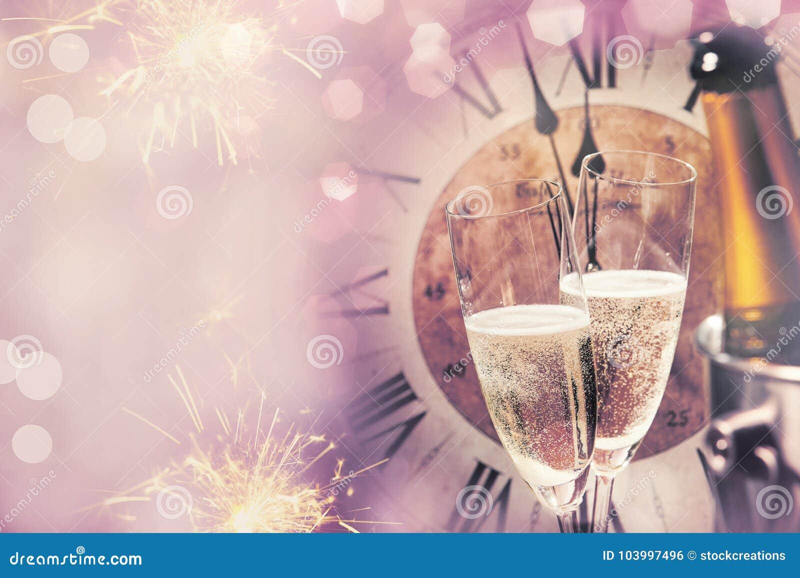 庆祝的新年快乐卡片用香槟