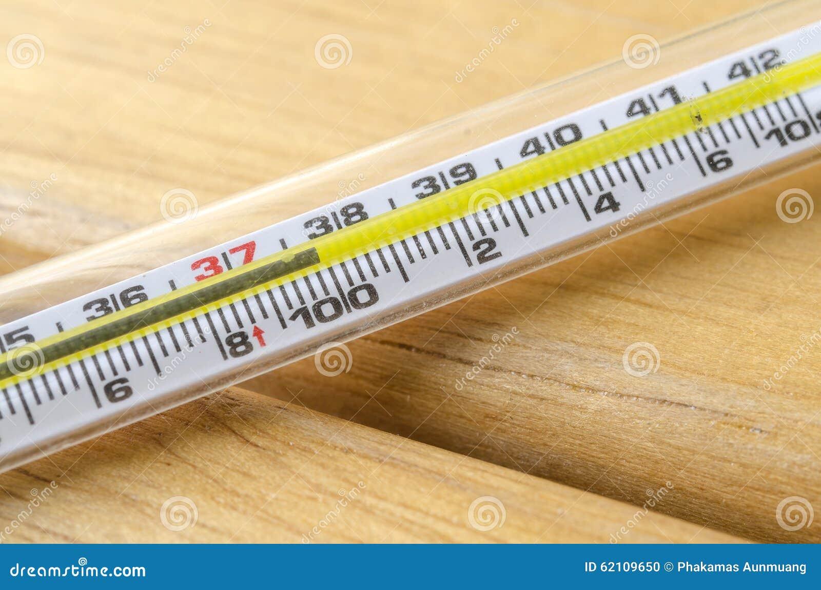 人体温度计_体温计,为测量人体温度使用.