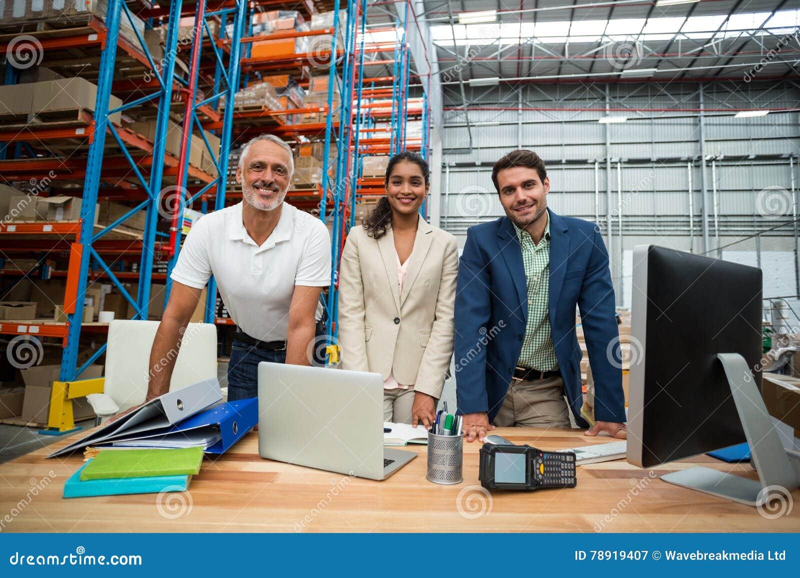 仓库的经理和的工作者画象