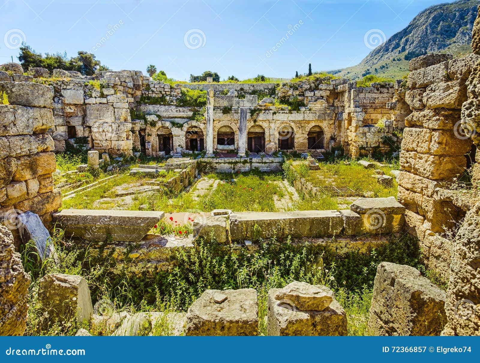 废墟在古老科林斯湾,伯罗奔尼撒