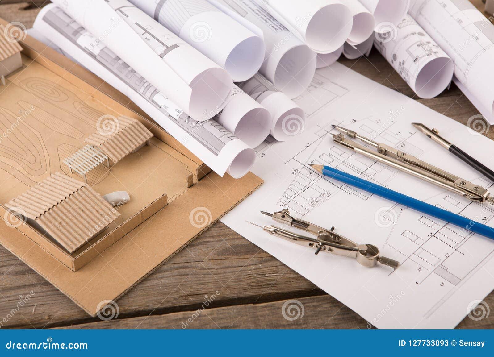 建筑师-结构图、比例模型和工具工作场所