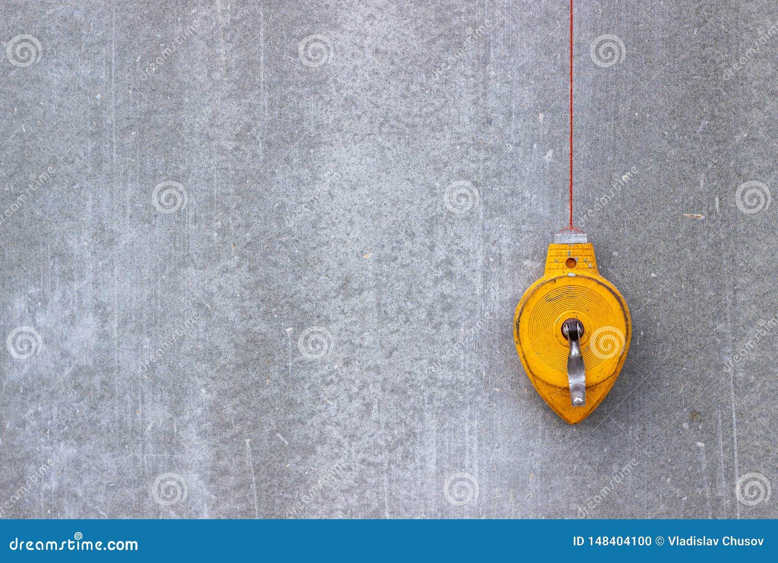 建筑水平是黄色的 混凝土墙 为修建房子的工具