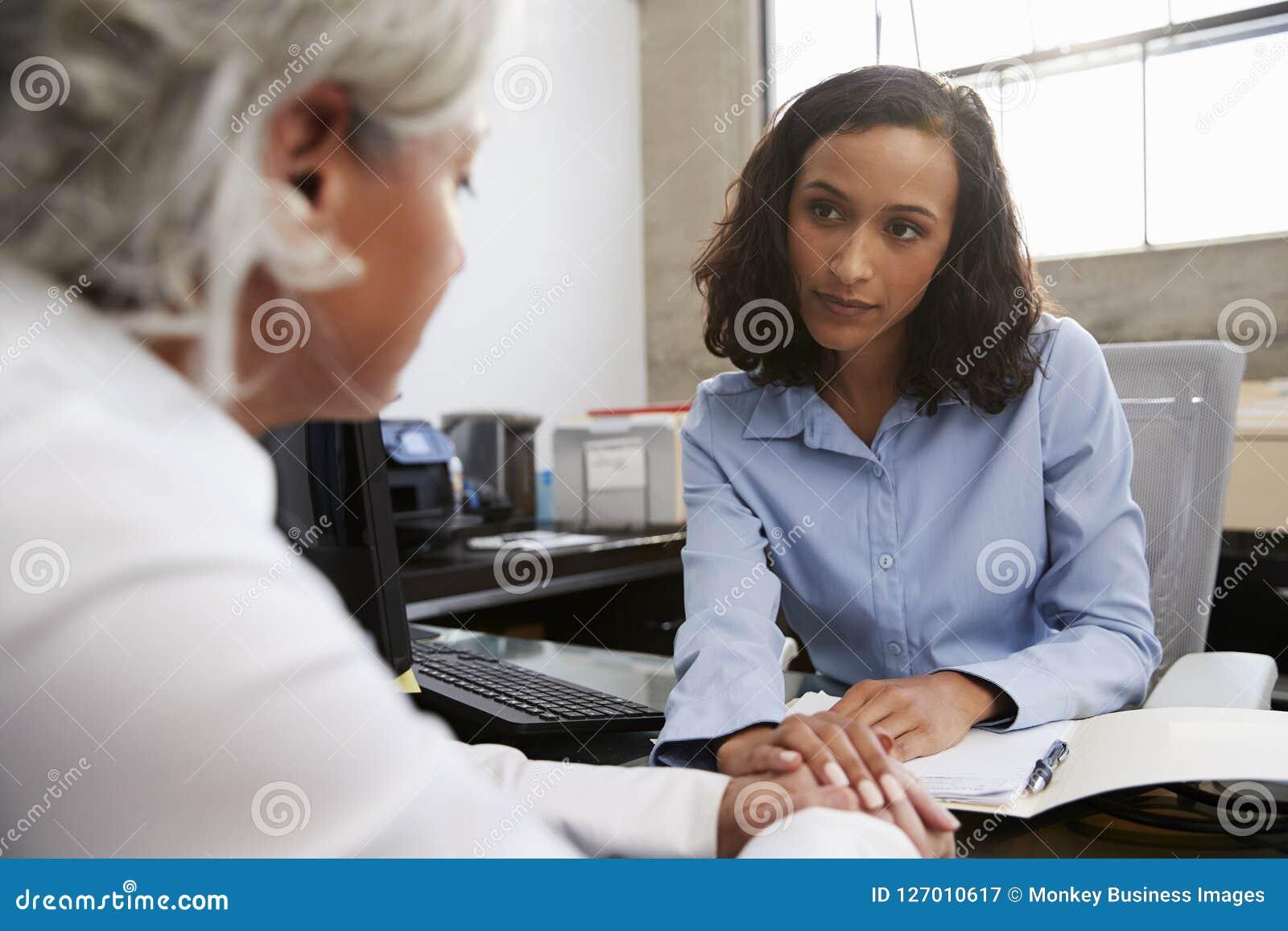 建议有关女性的分析家资深患者