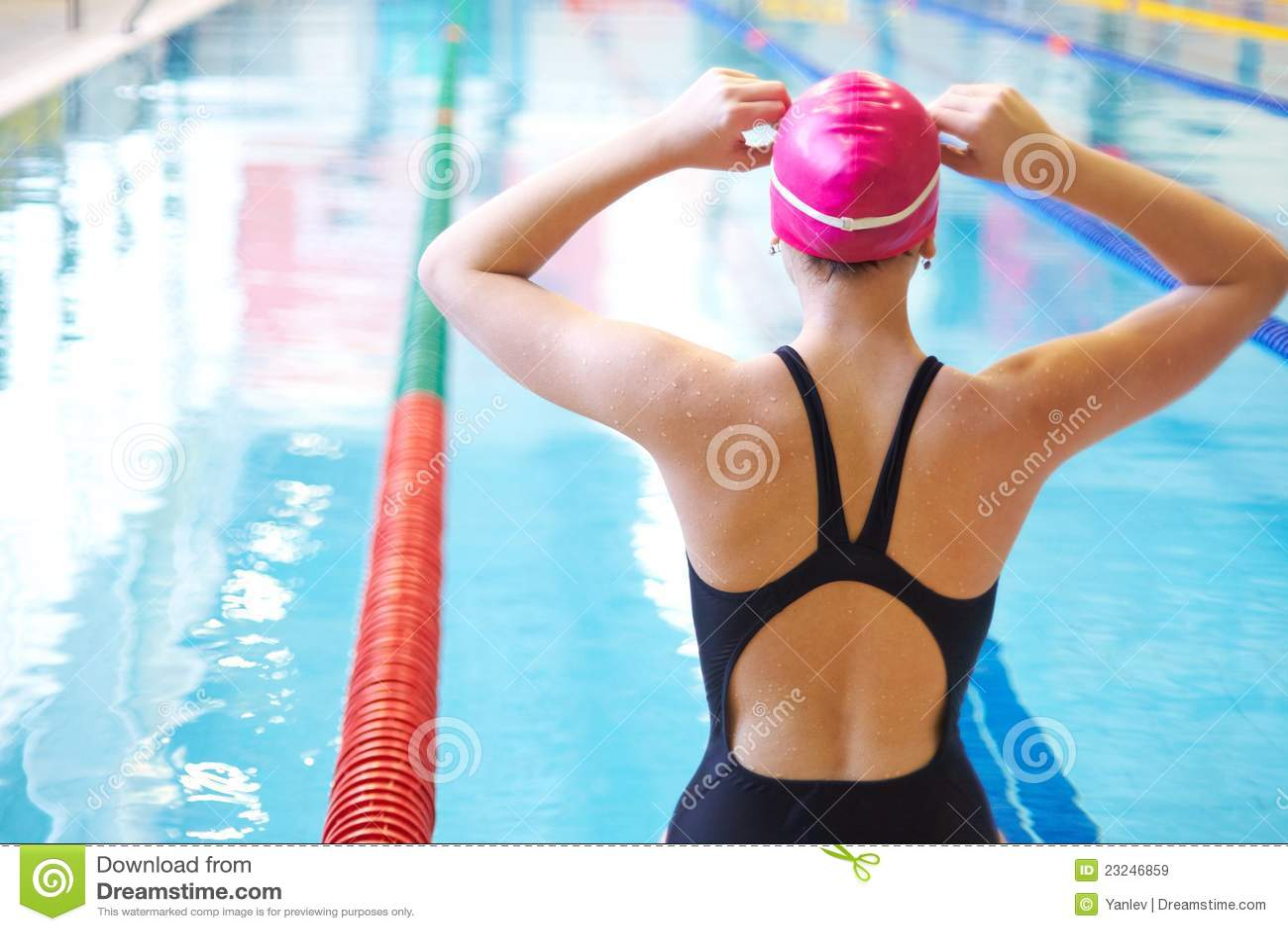 开始游泳妇女