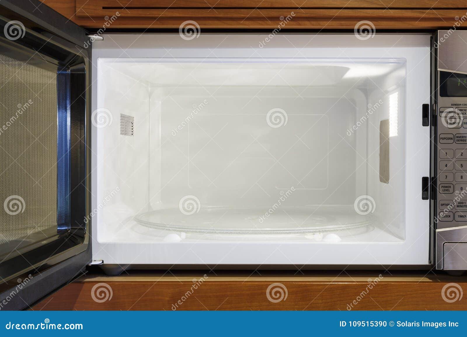 开放,空,干净的微波炉厨房家庭电装置内部里面视图