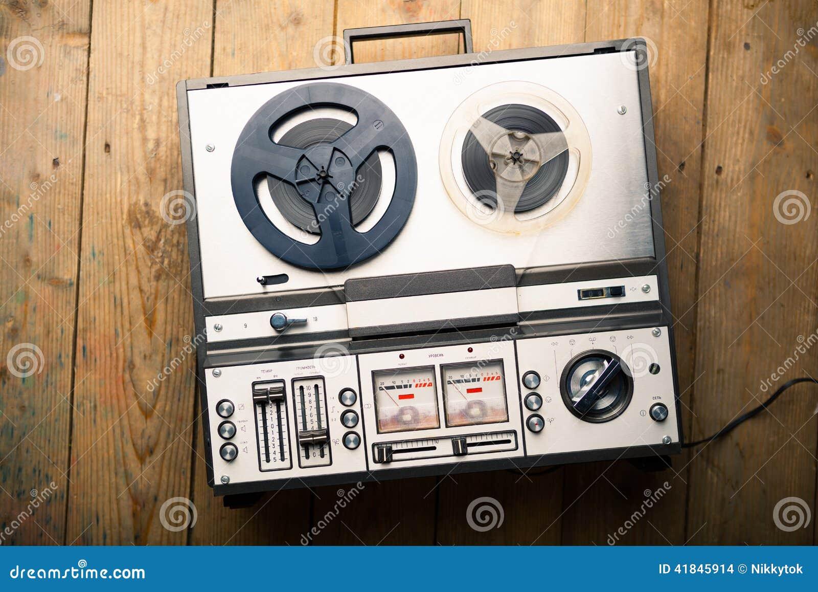 开盘式的录音磁带播放机和记录器