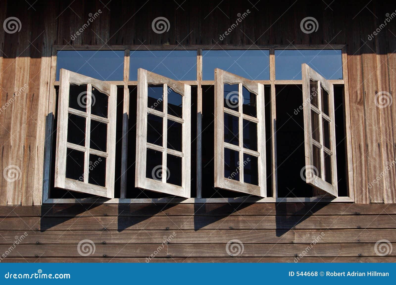 Download 开窗口 库存照片. 图片 包括有 影子, 开放, 证券, 木头, 阳光, 开放性, 房子, 视窗, 偏锋, 线路 - 544668