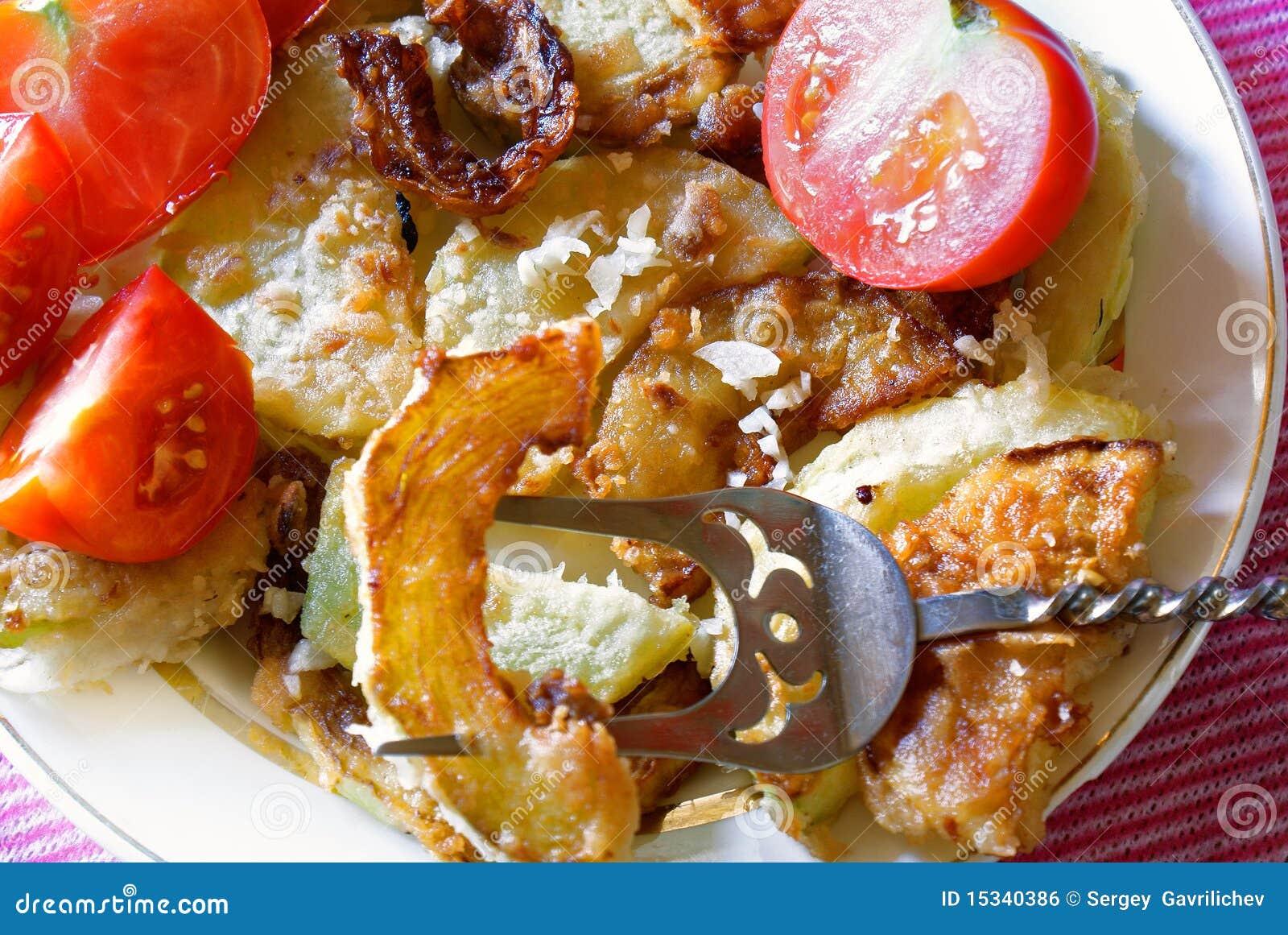 油炸食品的调料_开胃油炸物庭院大蒜骨髓调味料 库存照片. 图片 包括有 午餐 ...