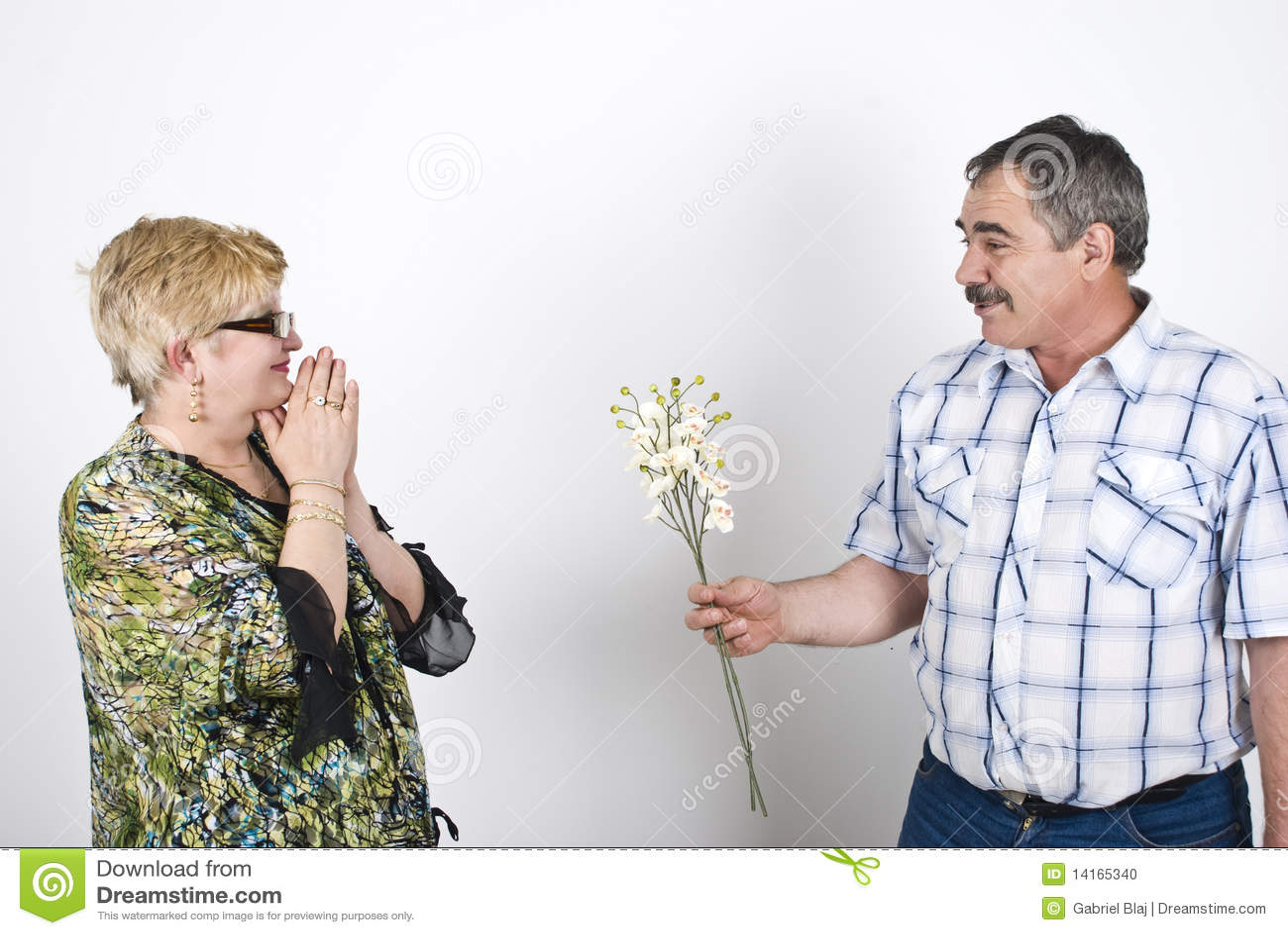 开花他的提供为妻子的丈夫