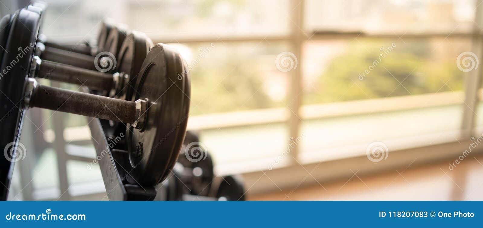 弄脏健身背景直播锻炼的co健身房横幅健身奶美女大图片