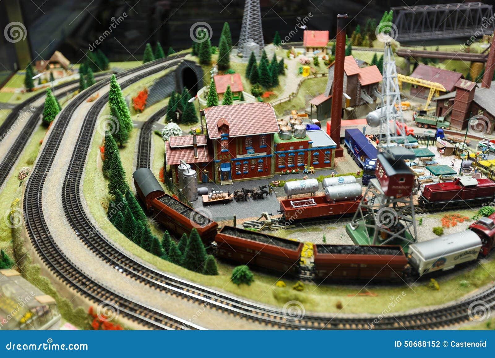 Download 式样铁路看法在德累斯顿 图库摄影片. 图片 包括有 设计, 测量仪, 汽车, 运费, 业余爱好, 德国, 格式 - 50688152