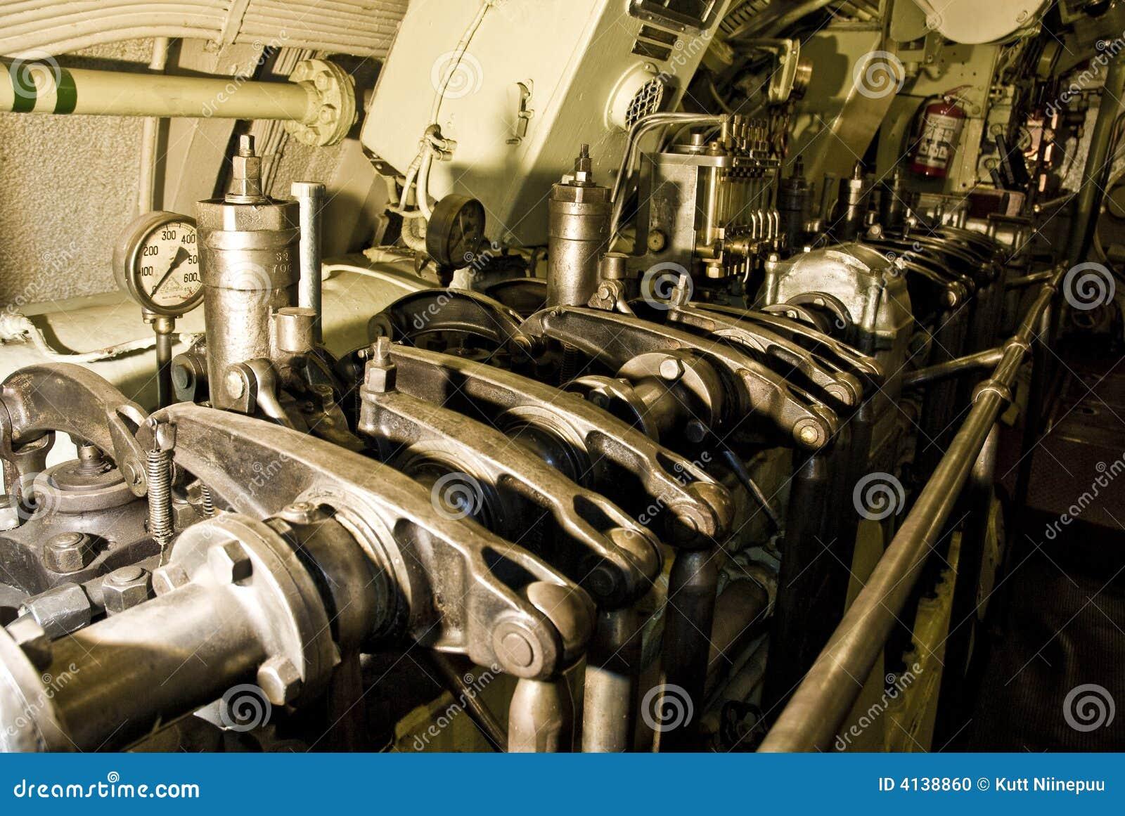 引擎潜水艇