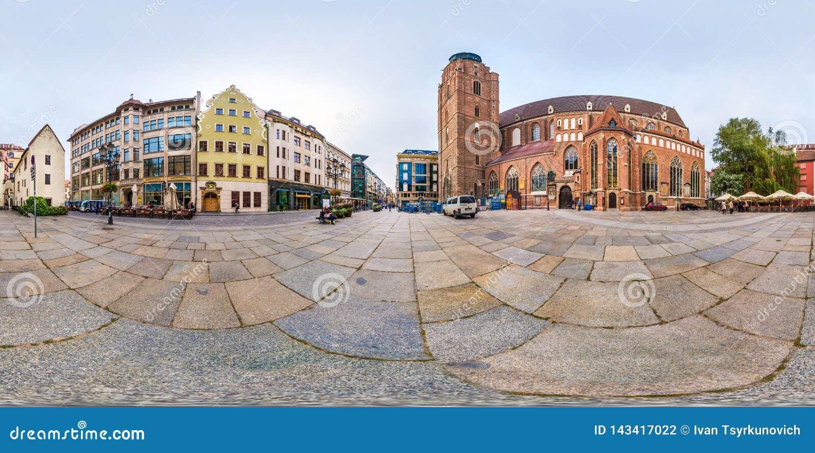 弗罗茨瓦夫,波兰- 2018年9月:充分的无缝的360程度在圣附近角度图全景老游人伊丽莎白哥特式教会