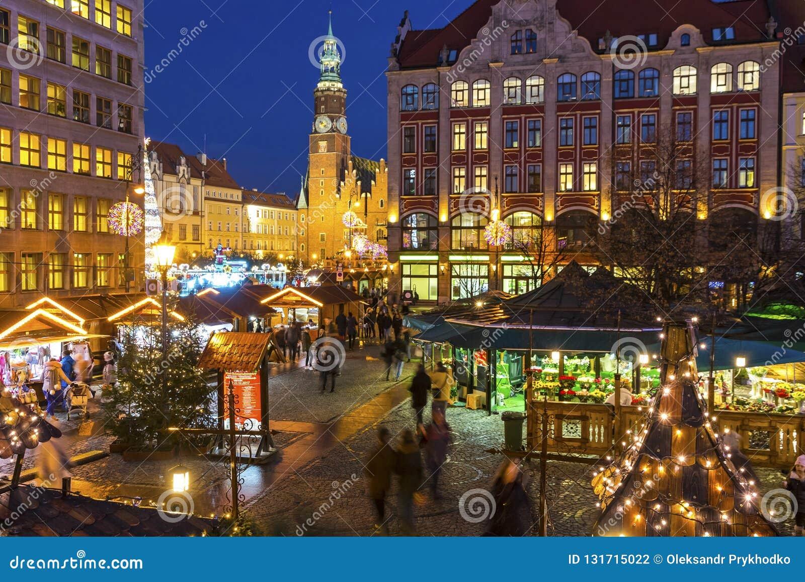 弗罗茨瓦夫,波兰- DEC 8日2017年:在集市广场Rynek的圣诞节市场在弗罗茨瓦夫,波兰