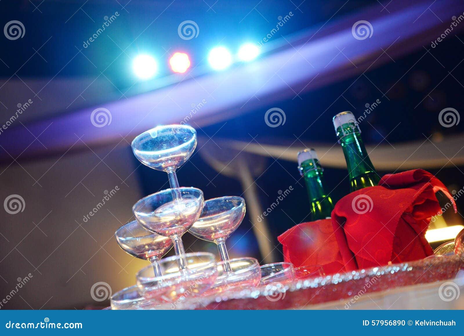 强调色接收样式紫罗兰色婚礼