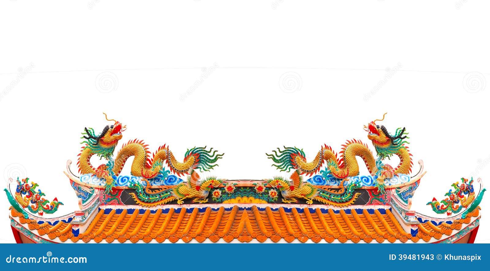 归档在中国寺庙屋顶被隔绝的白色backgroun的双龙
