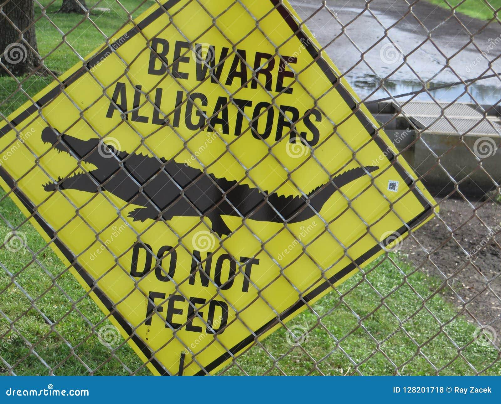 当心鳄鱼标志