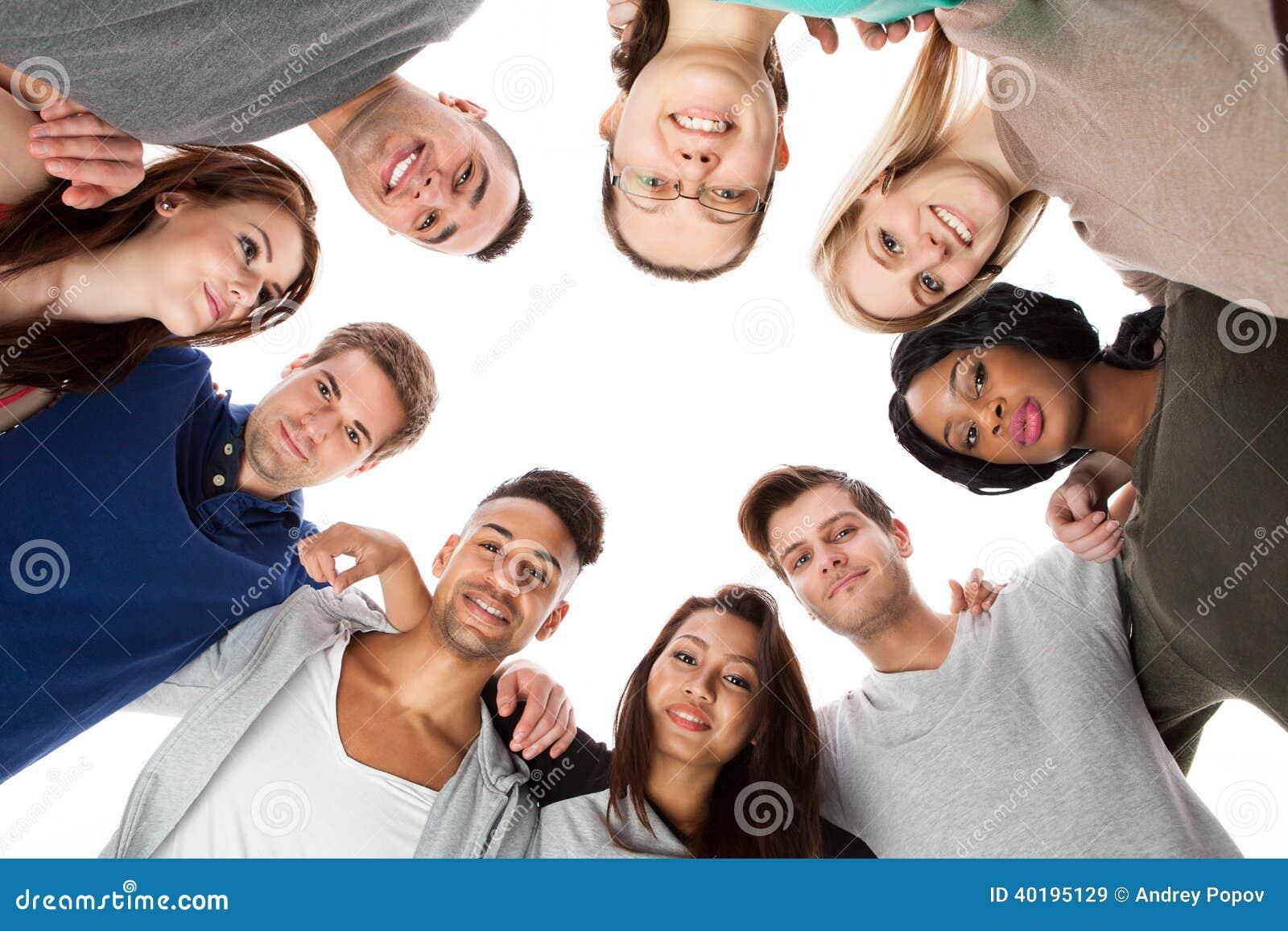 形成杂乱的一团的确信的大学生