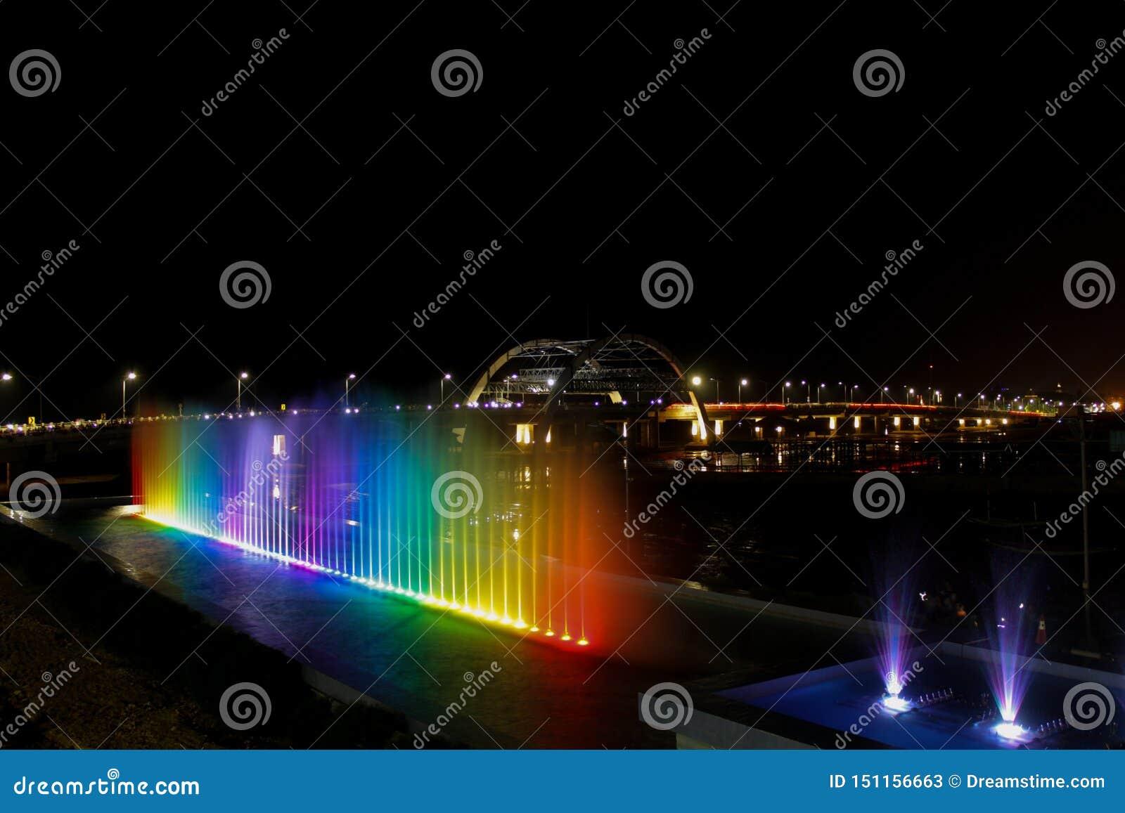 彩虹喷泉和birdge夜