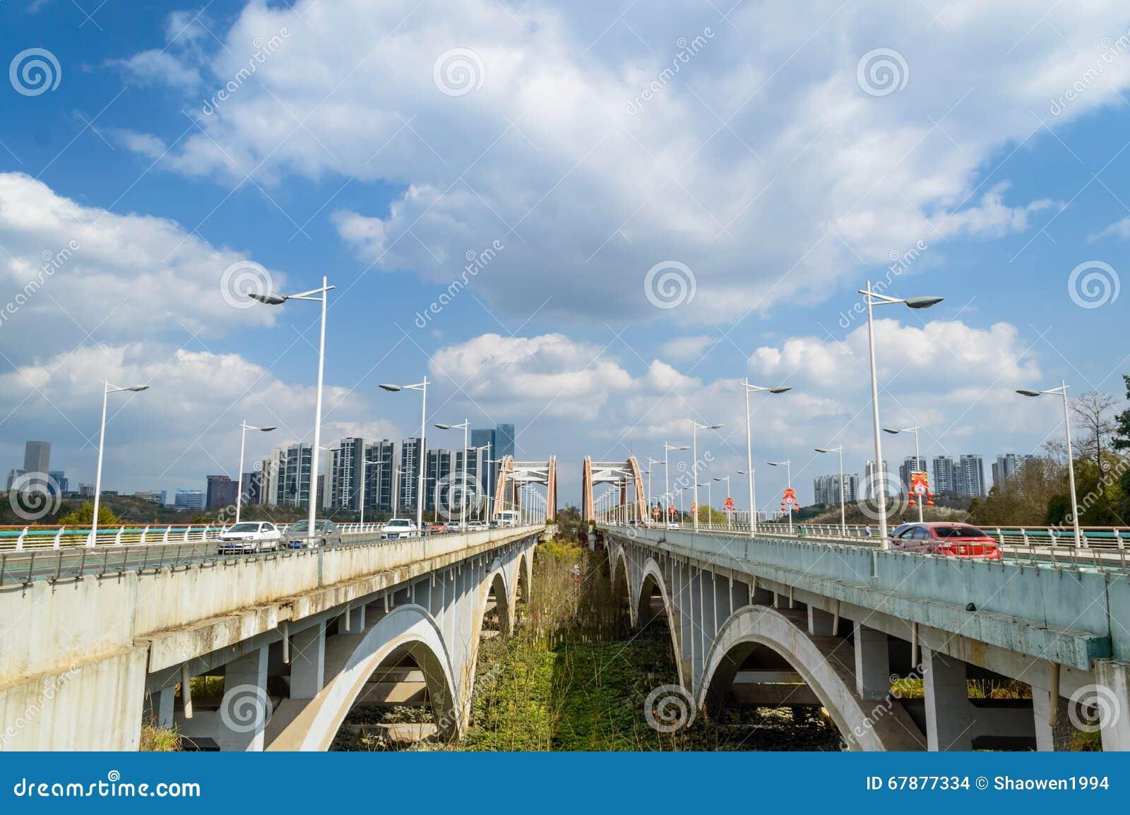 彩虹桥梁在贵阳市2