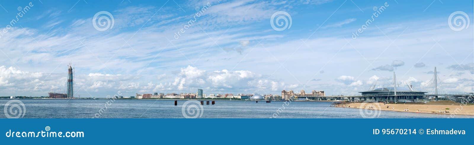 彼得斯堡圣徒 俄罗斯- 2017年6月25日 Finla全景海湾