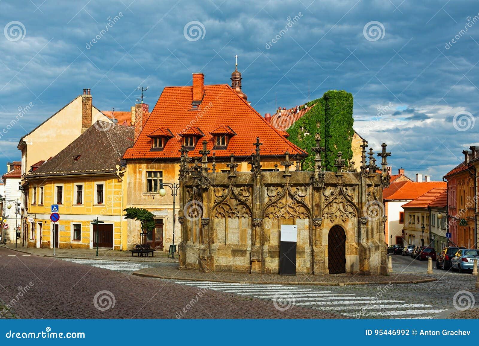 很好哥特式样式主要在塔正方形在Kutna Hora,捷克Repu