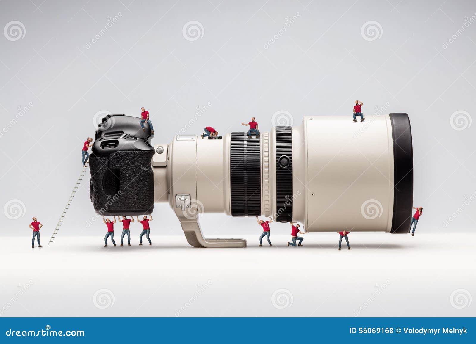 微型人和照相机 宏观照片