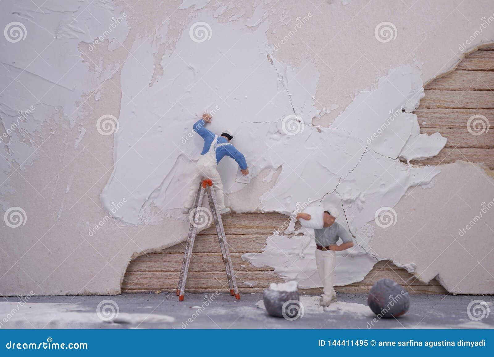 微型工作者队修理房子
