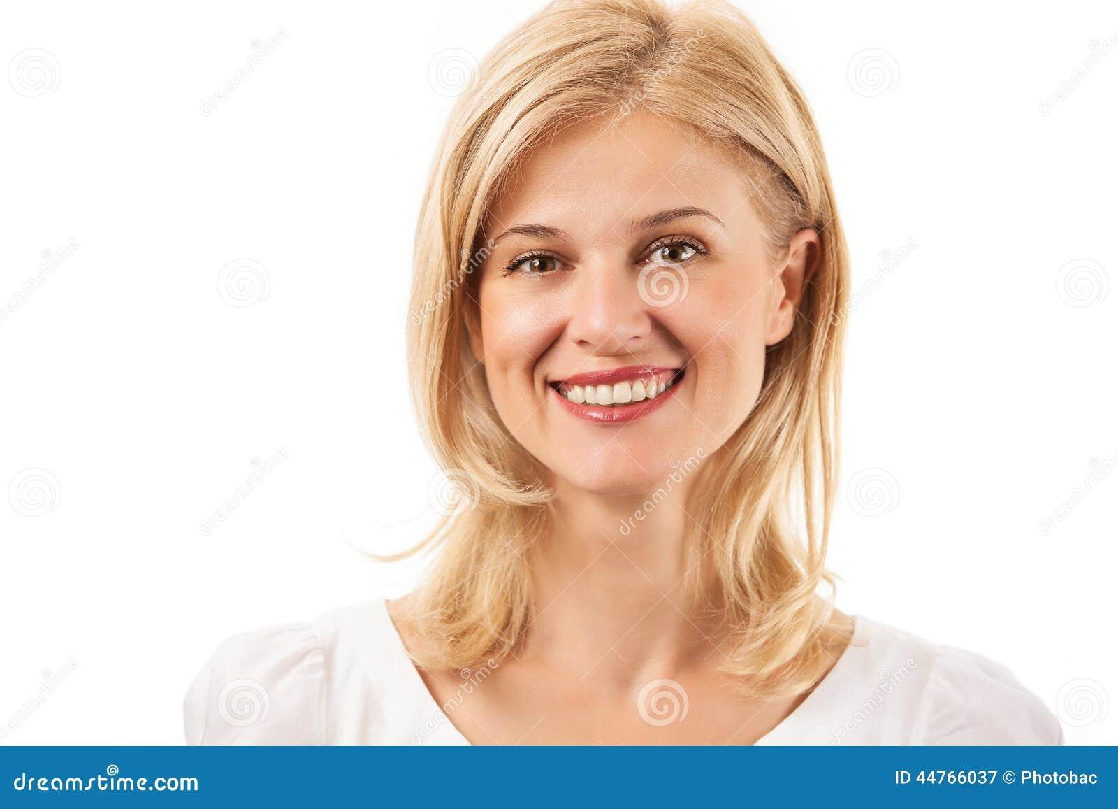 微笑在白色的愉快的少妇