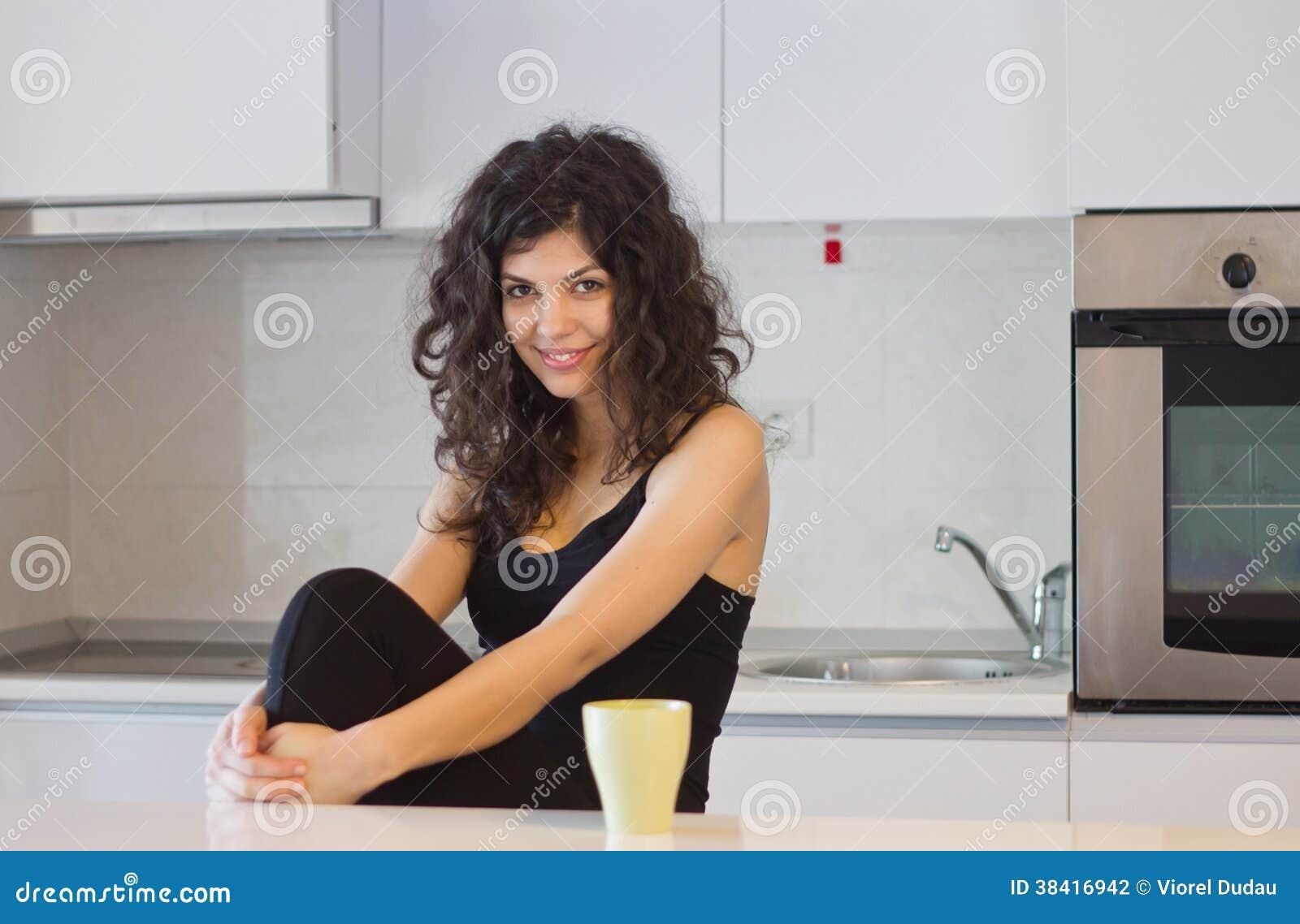 微笑的妇女早晨