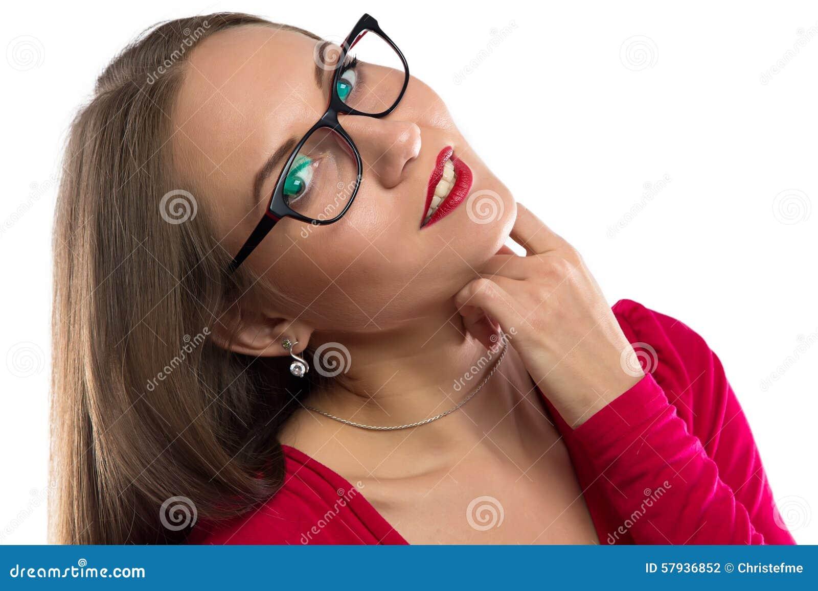 微笑的妇女照片红色,倾斜的头的