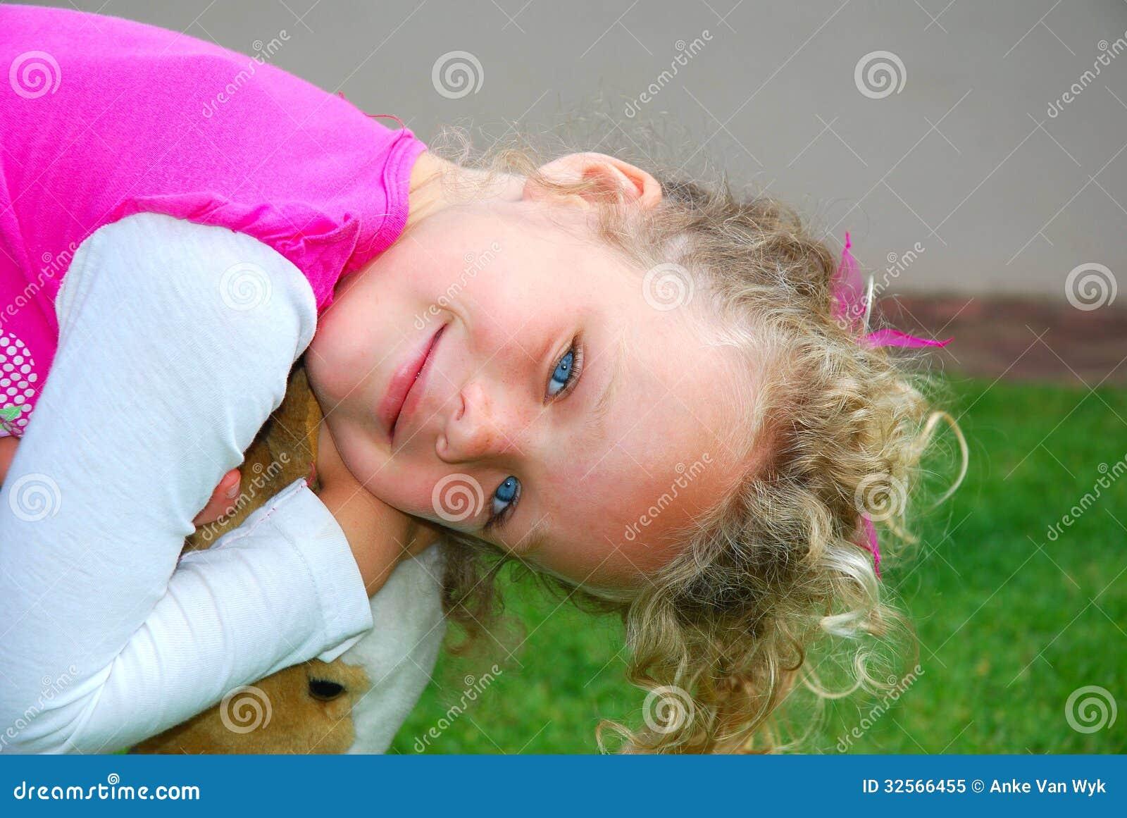 微笑的小白种人女孩