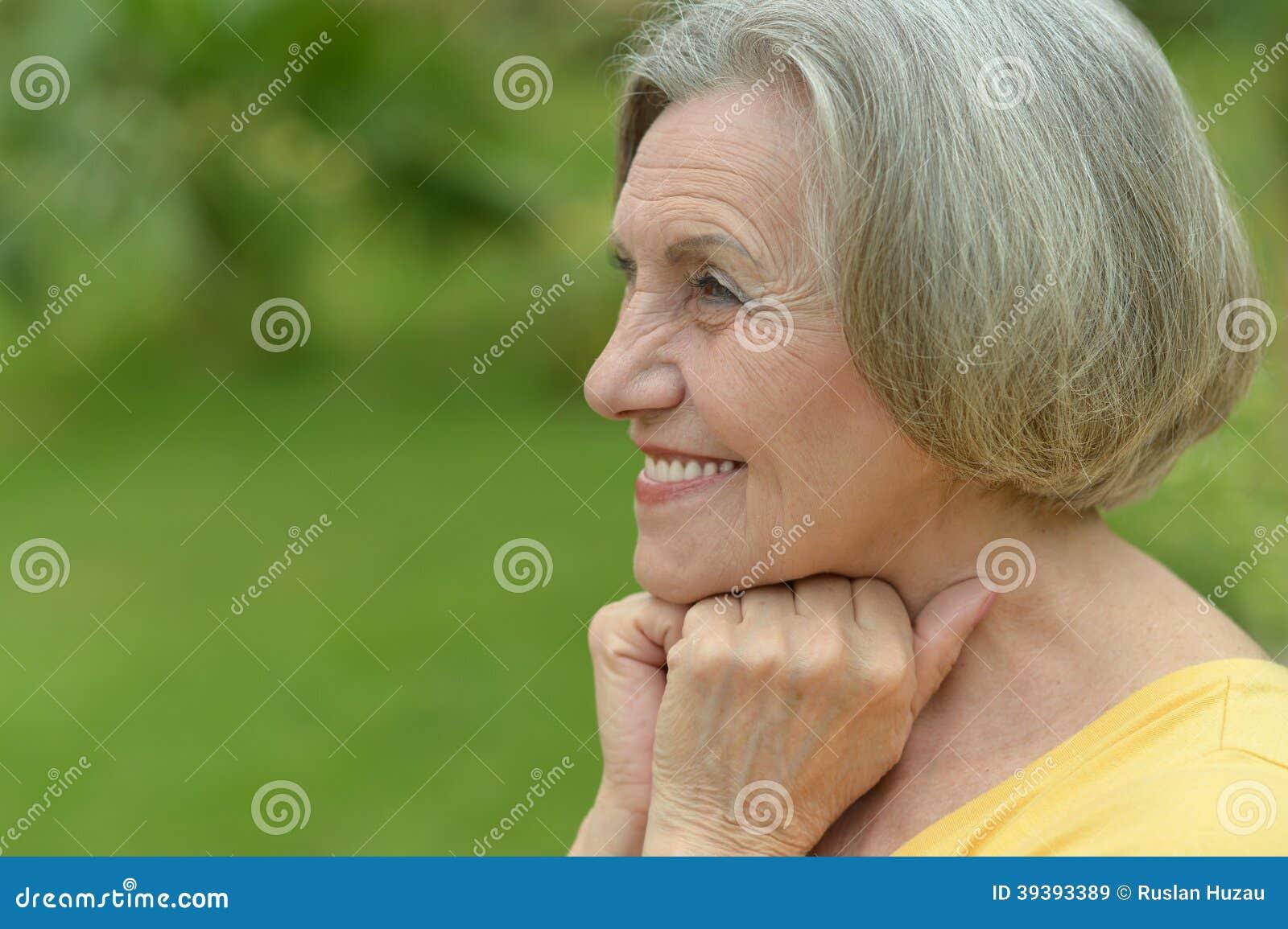 微笑的老妇人