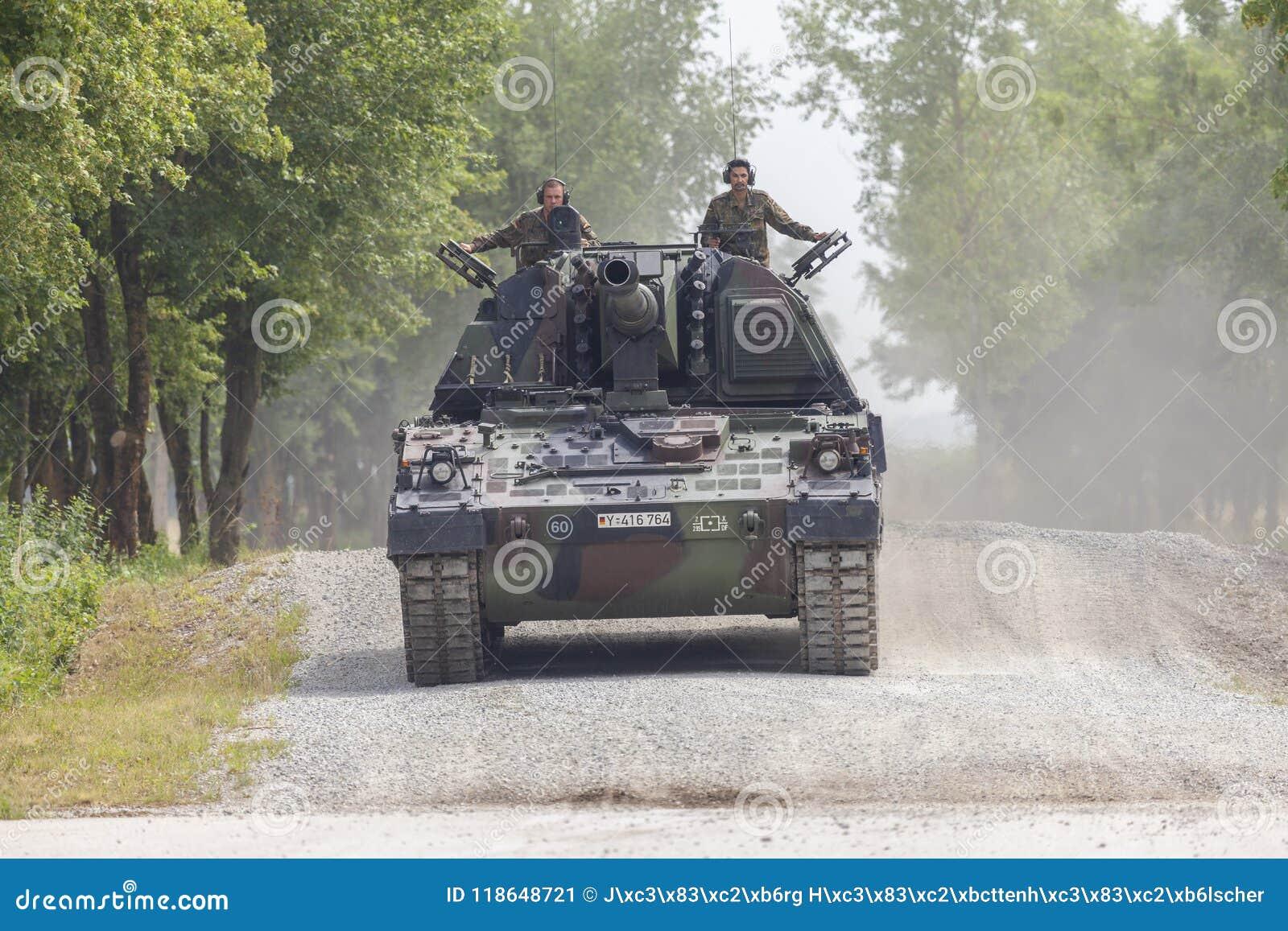德语Panzerhaubitze 2000年,火炮坦克在路驾驶