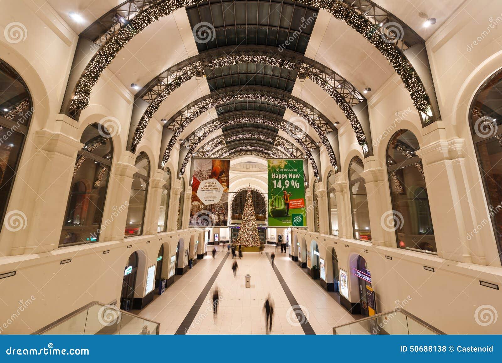 Download 德累斯顿中央驻地 编辑类库存照片. 图片 包括有 拱道, 里面, 公共, 圣诞节, 最高限额, 广场, 德累斯顿 - 50688138