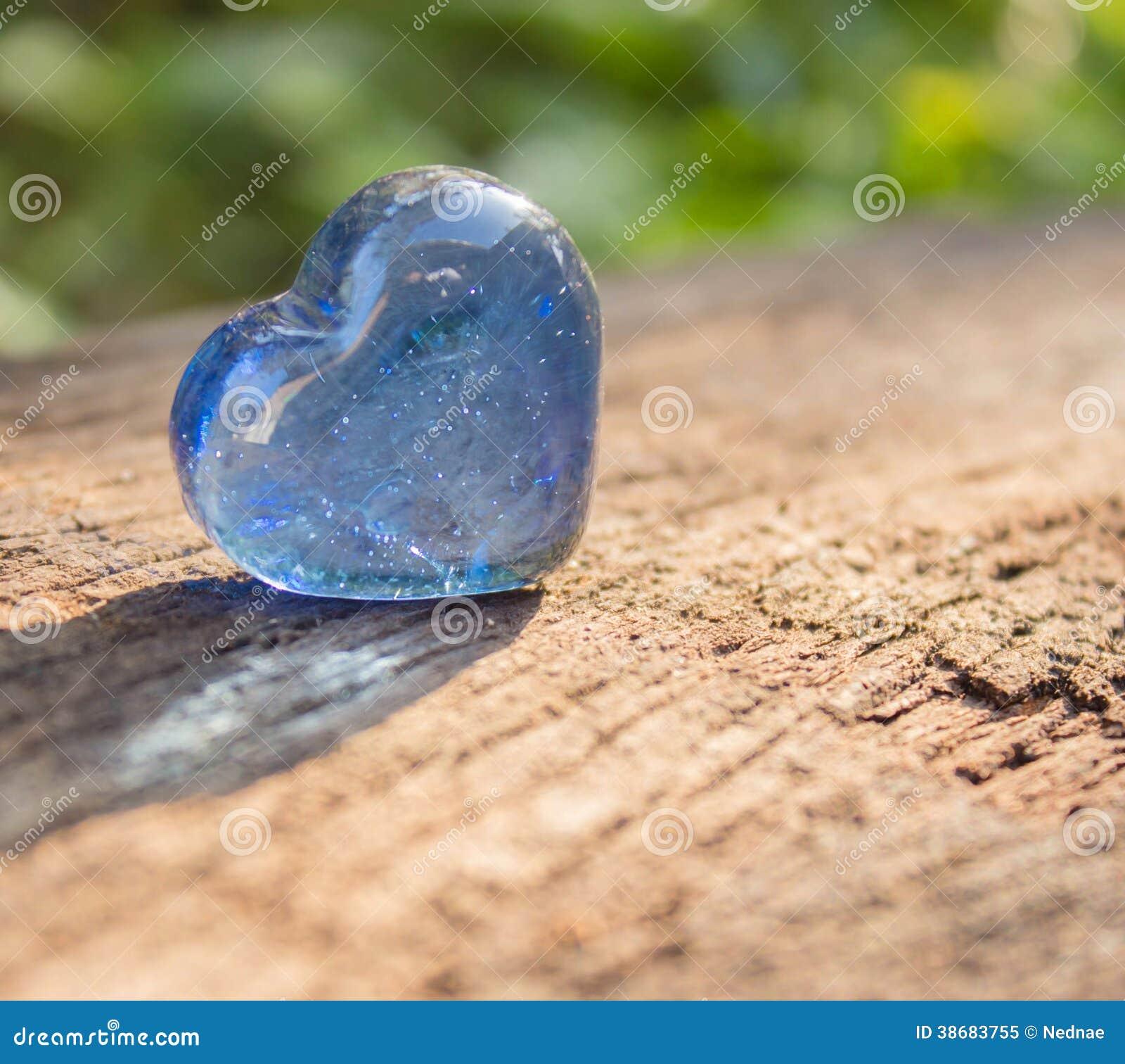 心形的蓝色水晶。