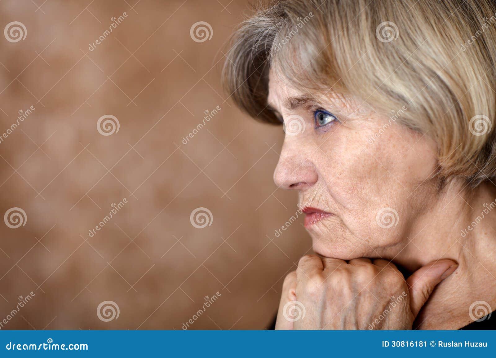忧郁老妇人