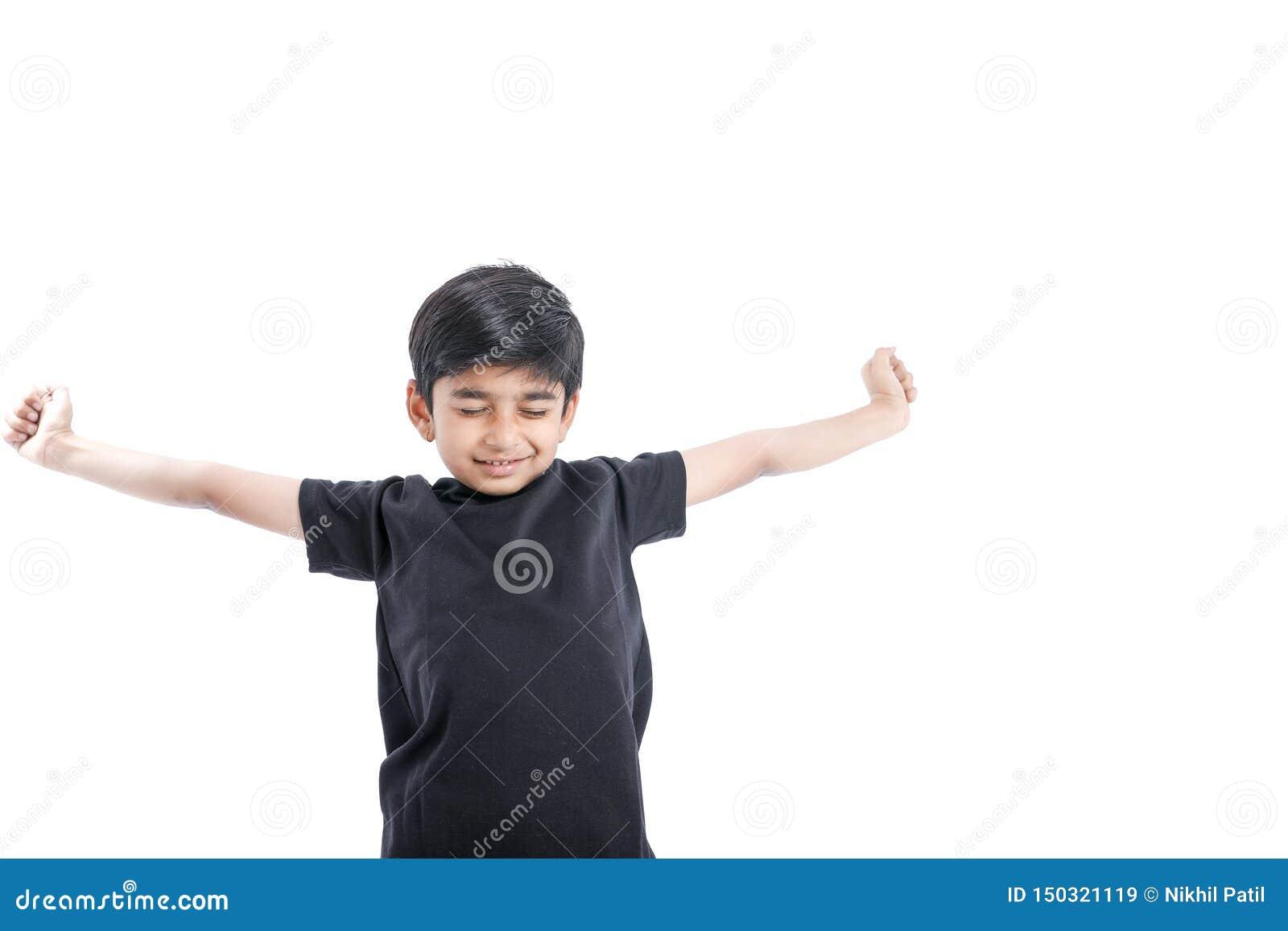 快乐的印度小男孩