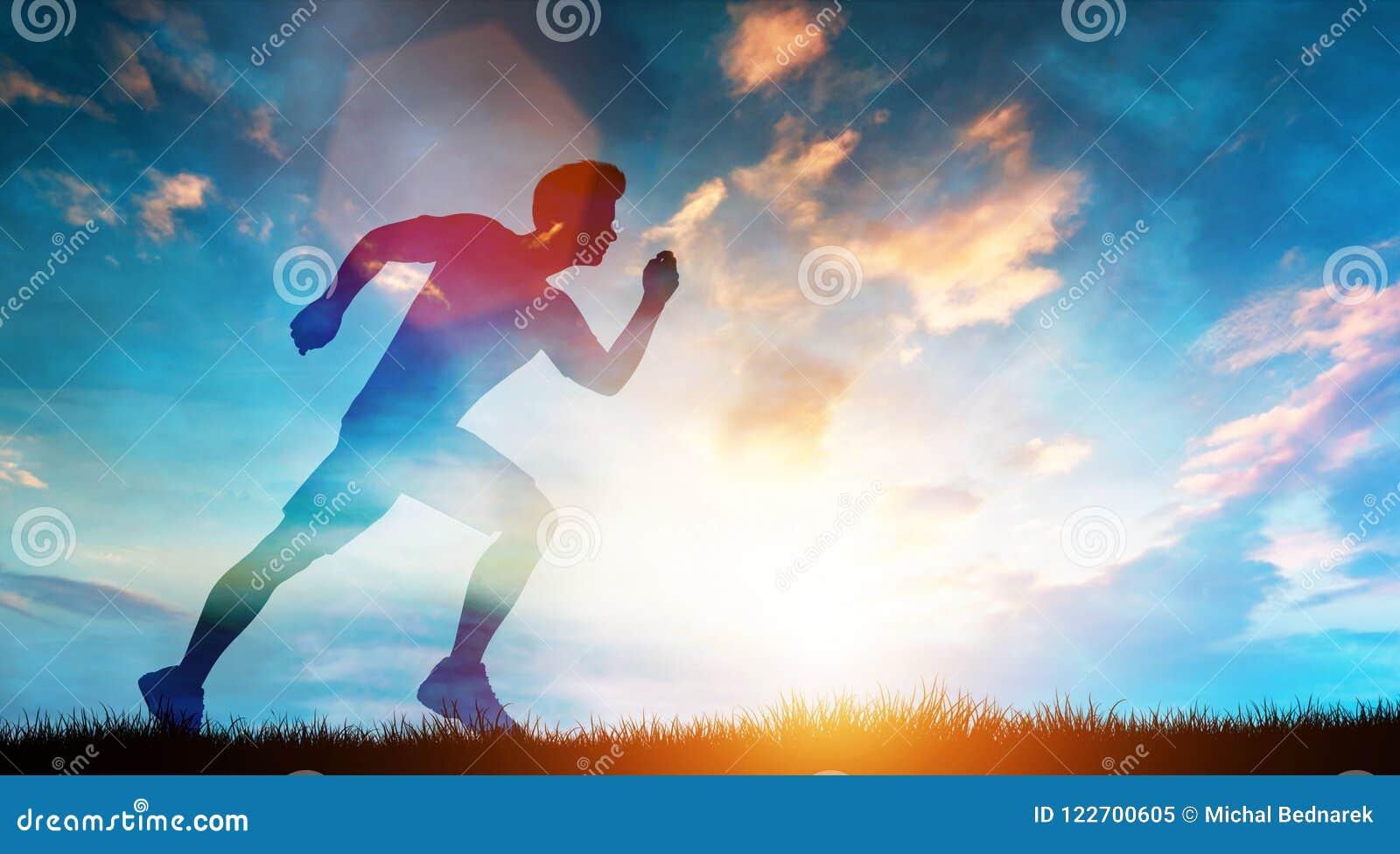 快速地跑在日落的草甸的肌肉人