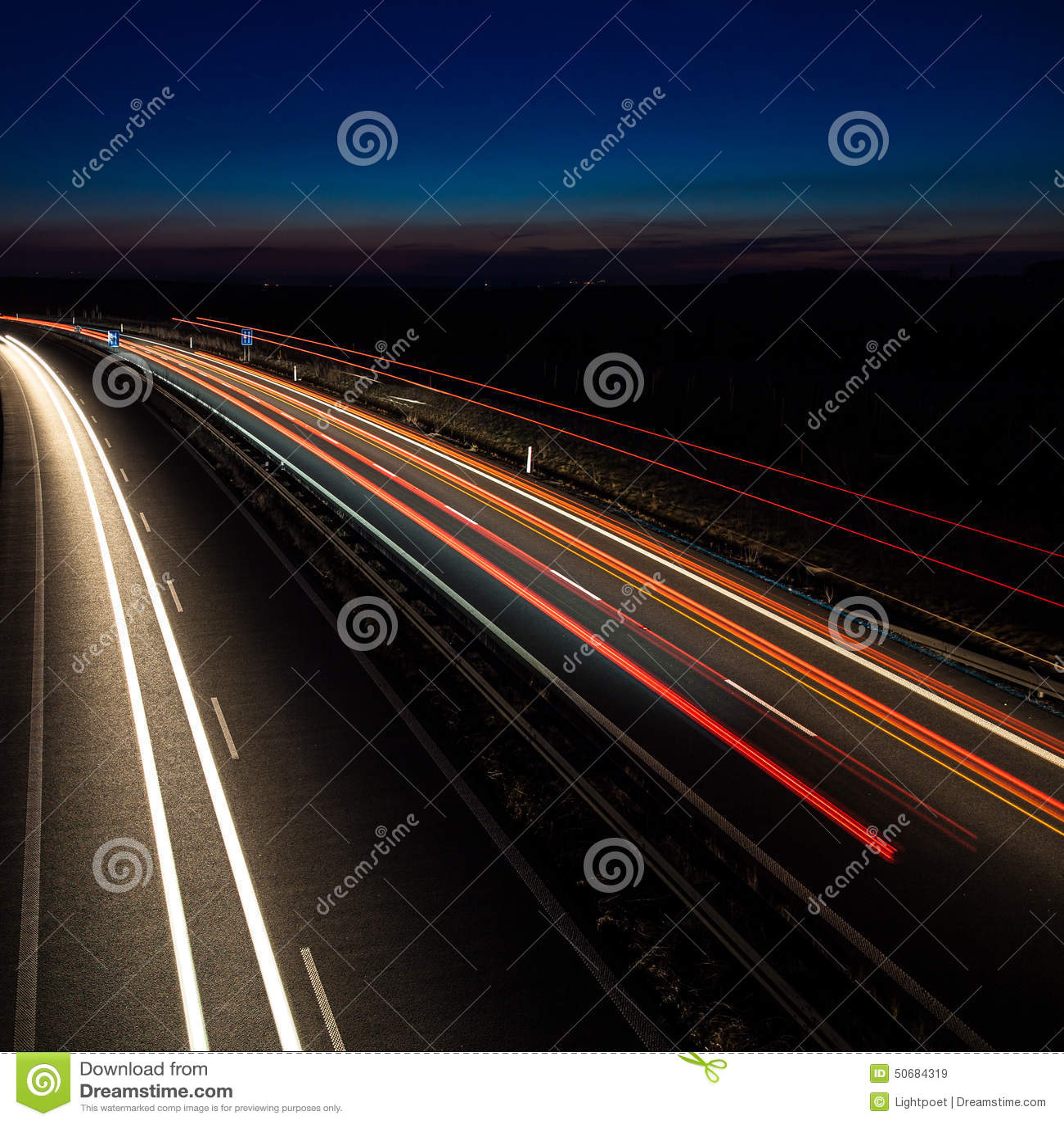 Download 快速地移动的汽车 库存图片. 图片 包括有 多个, 快速, 云彩, 仓促, 移动, 蠢材, 进行, 注视的 - 50684319