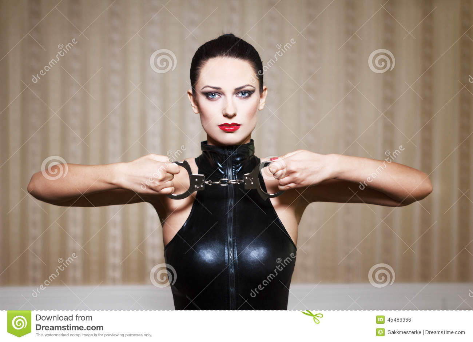 性感的深色的妇女bdsm