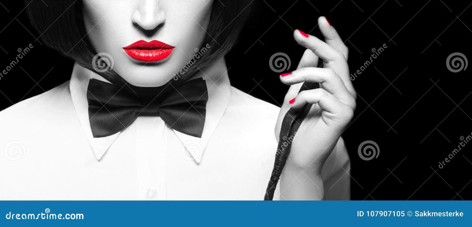 性感的dominatrix在假发和与鞭子特写镜头横幅,有选择性的c