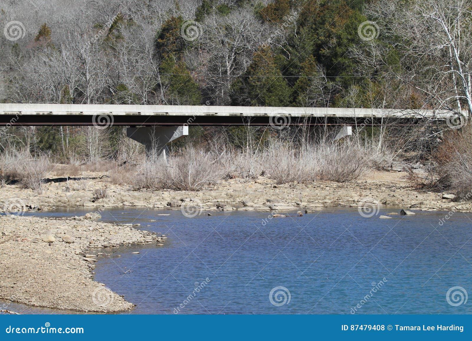 恶魔` s小室国家公园桥梁,大海小河