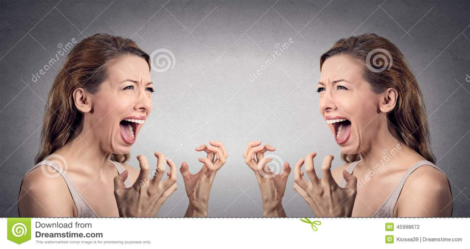 恼怒的妇女歇斯底里尖叫被烦死在她自己