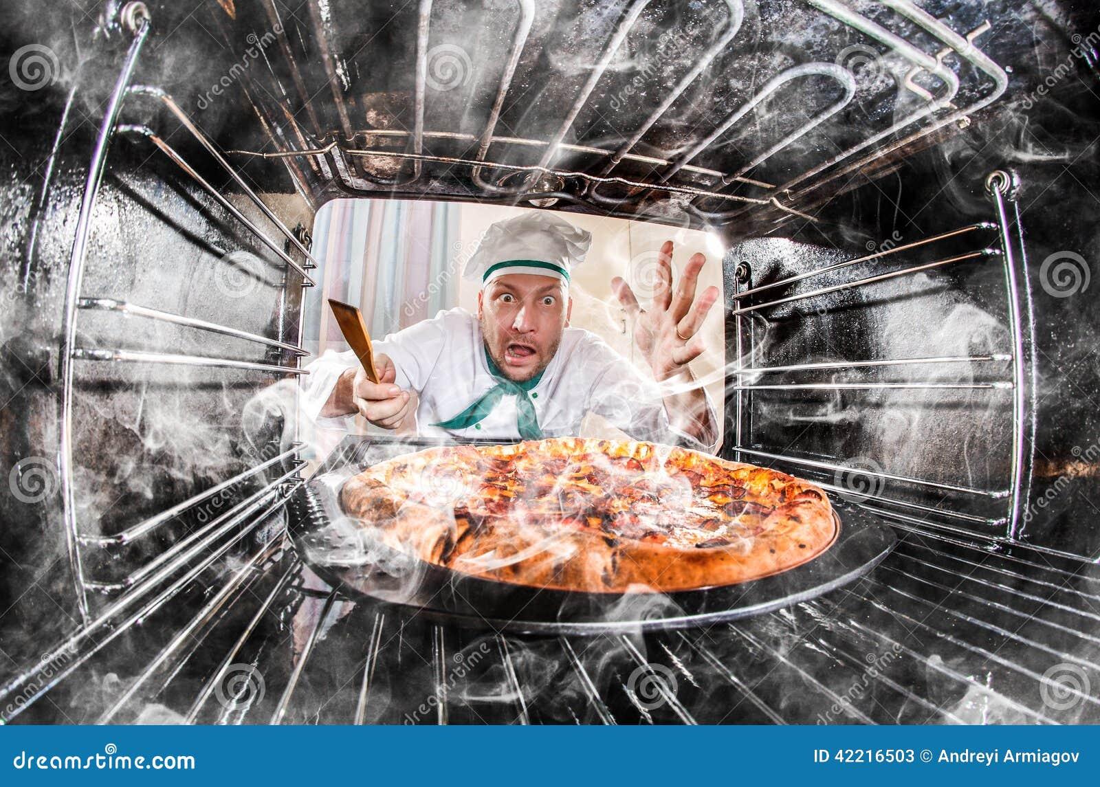 恼怒滑稽的厨师使为难和 失败者是命运!