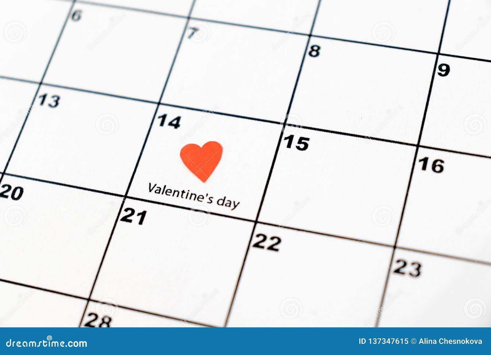 情人节,在日历的2月14日与红心