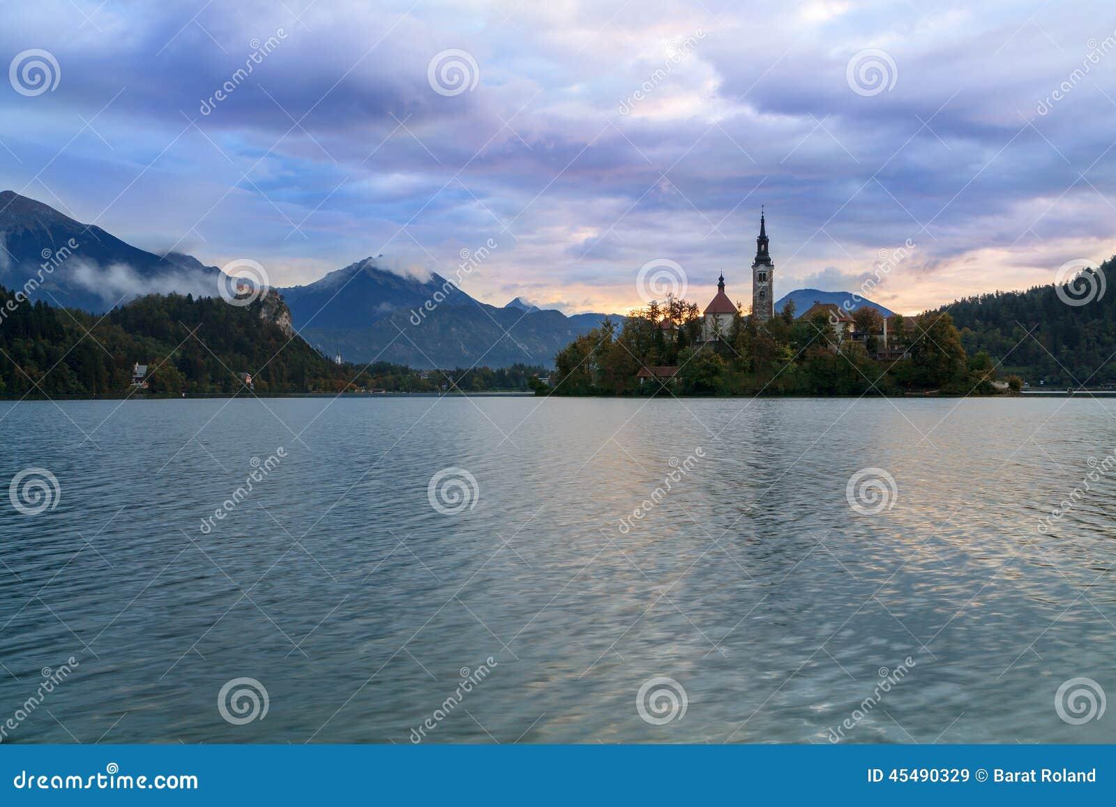 惊人的城堡流血湖