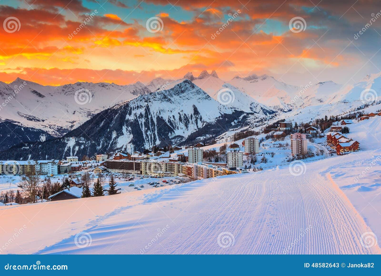 惊人的日出和冬天环境美化,列斯sybelles,法国,欧洲图片
